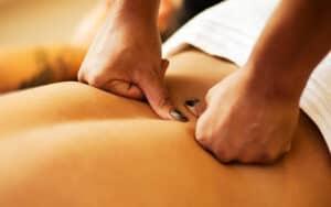 Massagem Tântrica Uma massagem relaxante seguida de toques sensitivos