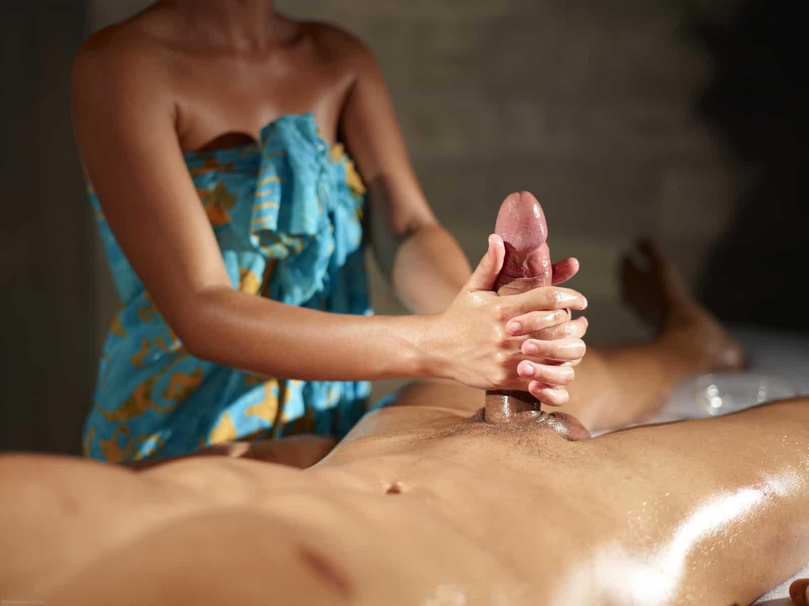 Como fazer uma massagem tântrica inesquecível no pênis do seu parceiro