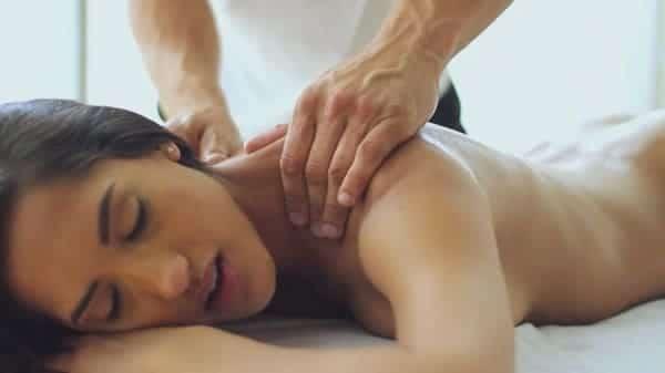 Massagem erótica: Como fazer seu parceiro gozar com esta massagem sensual